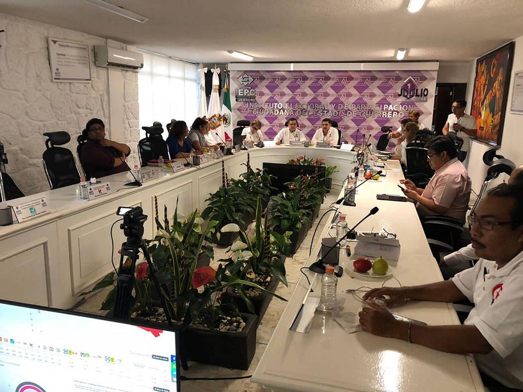 Chilpancingo, Jul 2 2018 (Notimex-Especial).- El Instituto Electoral de Participación Ciudadana (IEPC) y el Instituto Nacional Electoral (INE) en Guerrero denunciaron el robo de paquetes y urnas ...