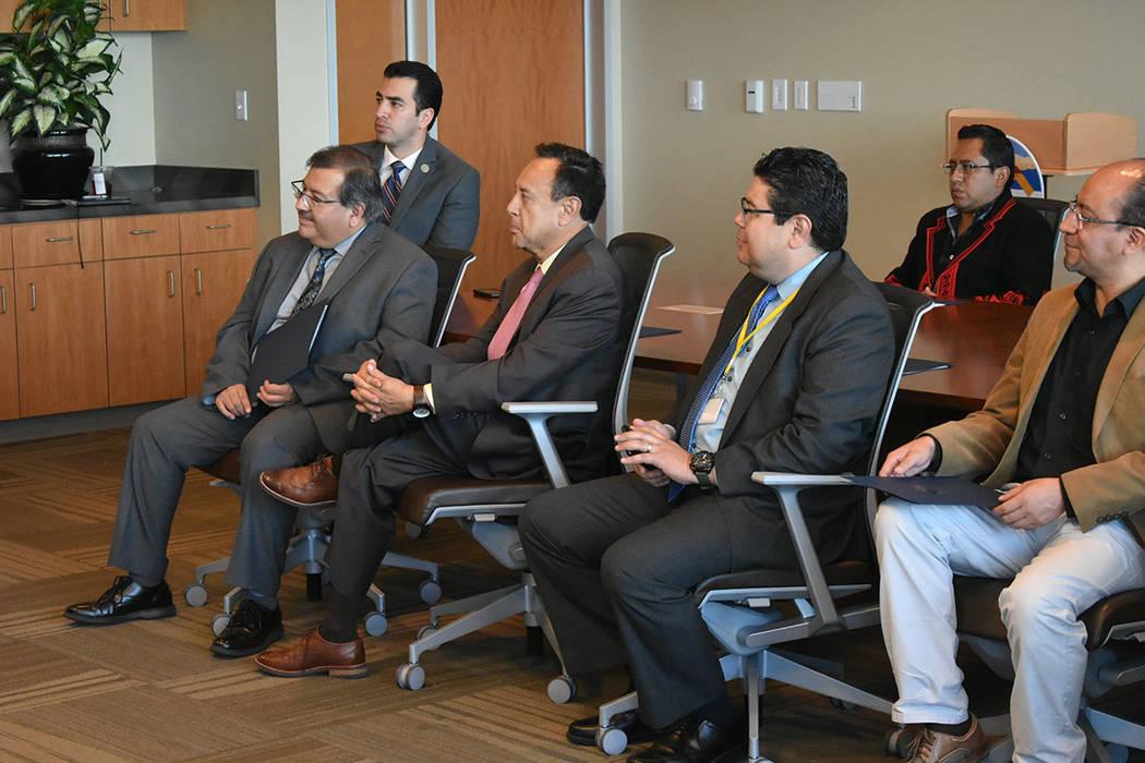 El evento contó con la participación del cónsul de El Salvador, Tirso Sermeño; los representantes del Consulado de México, Jorge Elizondo y Jeremías Guzmán; además del congresista Rubén K ...