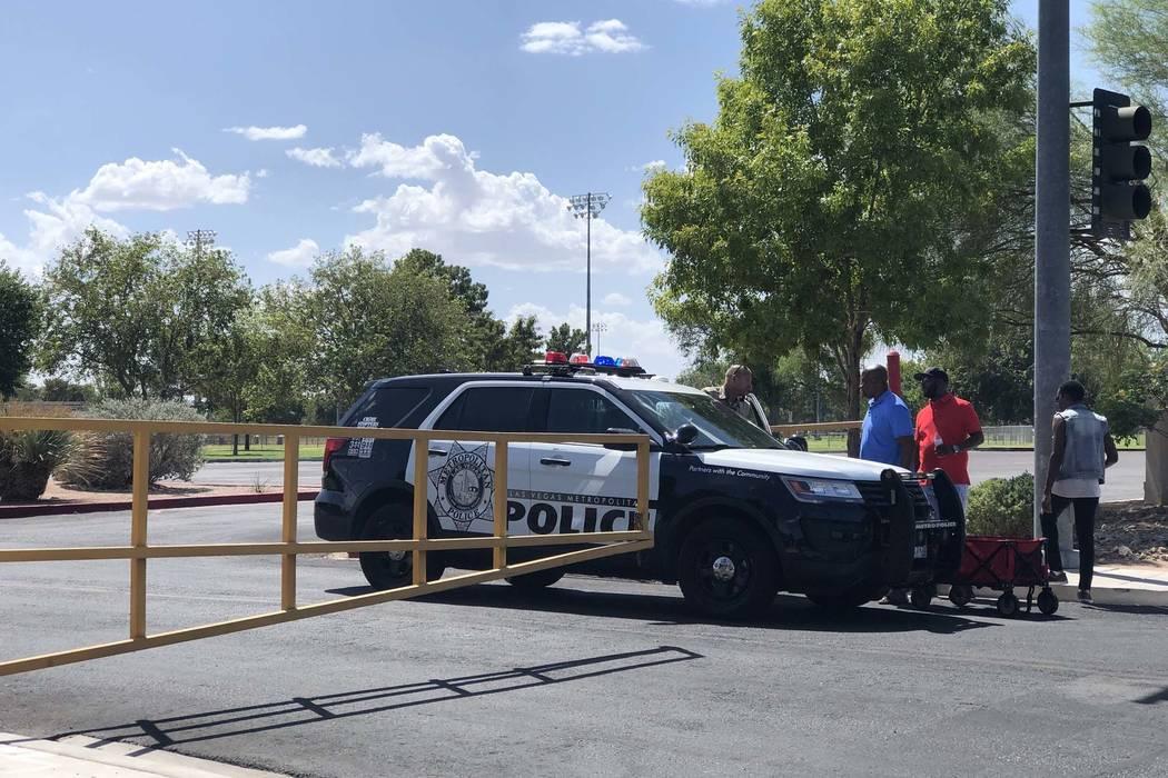 Todas las entradas a Sunset Park estuvieron bloqueadas por la policía de Las Vegas mientras buscaban a Daniel Theriot, de 3 años, quien según los informes desapareció en el parque alrededor de ...