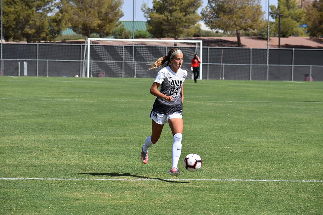 UNLV Rebels goleó por 6-0 a su similar de CSU Bakersfield en juego de preparación para la liga universitaria de fútbol soccer femenil, perteneciente a Global College USA. Domingo 2 de septiembr ...