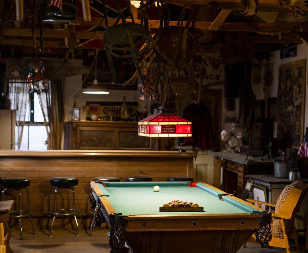 Una mesa de billar fotografiada en el salón de Walt Kremin en Gold Point, martes, 4 de septiembre de 2018. Después de una disputa de propiedades de décadas, la Oficina de Administración de Tie ...