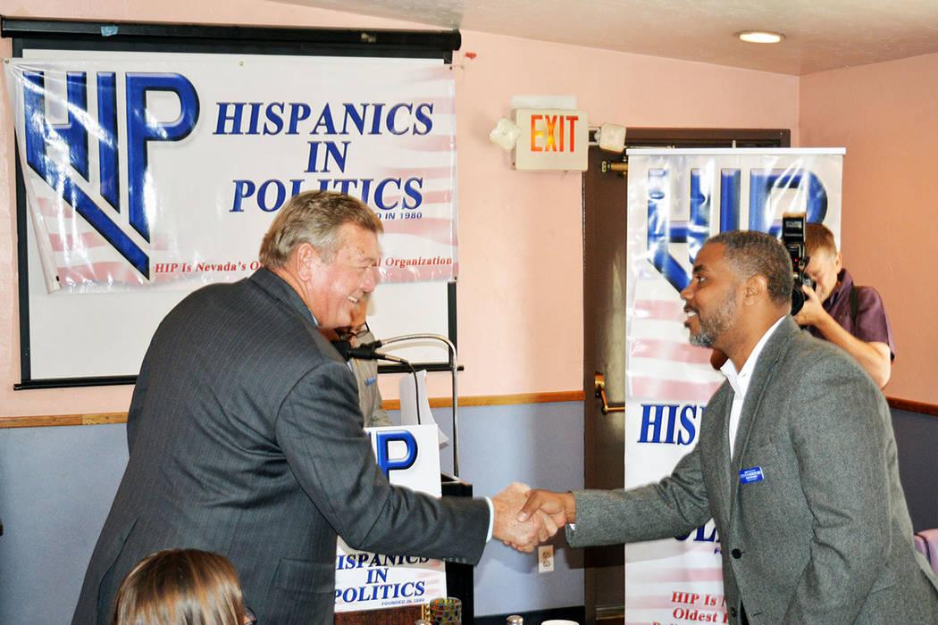 Hispanics In Politics invitó al ex-congresista Steven Horsford -derecha de la foto- y al ex-congresista Cresent Hardy a dirigirse a su organización en el desayuno mensual de HIP durante el mes d ...