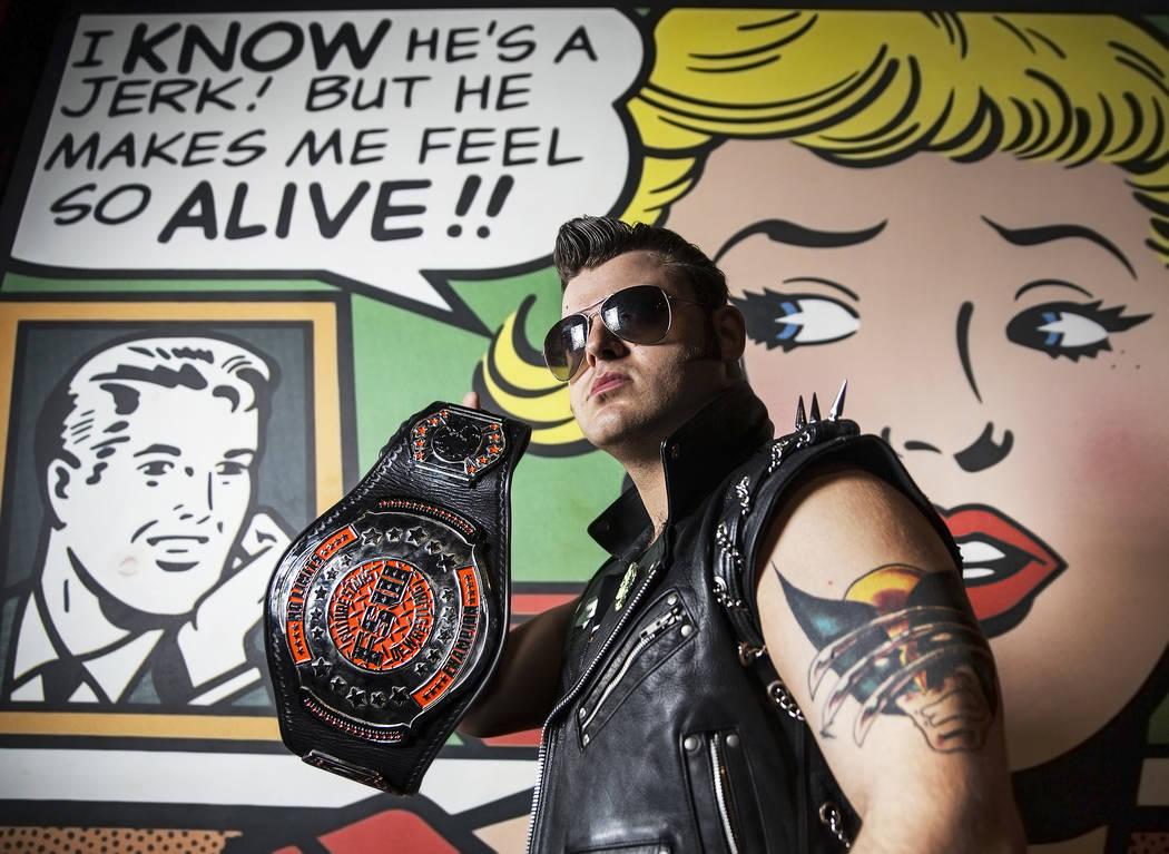 """Greg Romero, también conocido como """"The Bridge Burner"""", en un evento Versus Wrestling el viernes 3 de agosto de 2018 en Neonopolis, en Las Vegas. Benjamin Hager Las Vegas Review-Journal @benjamin ..."""
