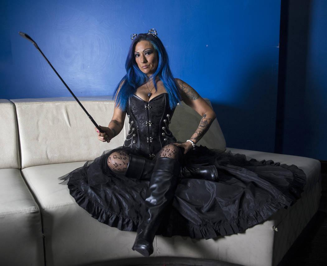 """Blue Richards, también conocido como """"Sapphire DeVil"""", en un evento de lucha Versus el viernes 3 de agosto de 2018 en Neonopolis, en Las Vegas. Benjamin Hager Las Vegas Review-Journal @benjaminhphoto"""