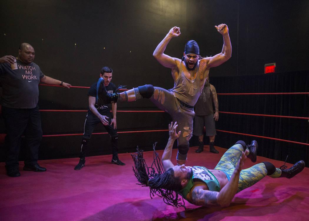 El equipo de etiqueta de Kings Ransom practica en The Snake Pit Pro Wrestling Academy el martes 6 de marzo de 2018 en Las Vegas. Benjamin Hager Las Vegas Review-Journal @benjaminhphoto