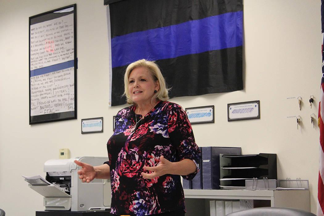 Kathy Cassell, mediadora de NJC, debe ser imparcial y guía a los implicados a ponerse de acuerdo en resolver el conflicto. Martes 4 de septiembre del 2018, en la comandancia central de LVMPD. Fot ...