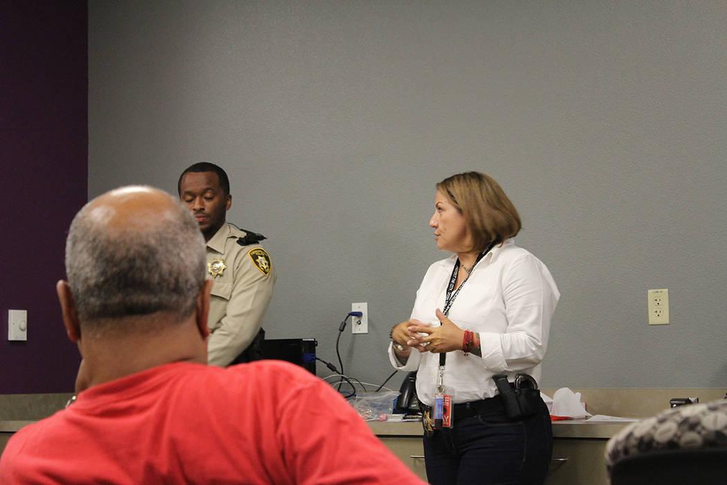 La oficial, Lissette Ruíz, se siente orgullosa de representar una minoría y espera haya más personas en ser policías bilingües. Jueves 6 de septiembre de 2018, en el City Hall. Foto Cristian ...