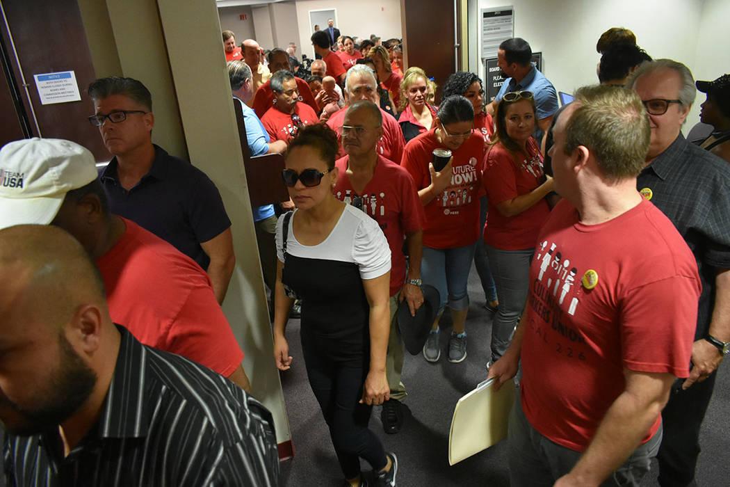 Decenas de miembros del Sindicato Culinario piden protecciones laborales a trabajadores de la industria hotelera. Miércoles 5 de septiembre de 2018 en el edificio federal Grant Sawyer. Foto Antho ...