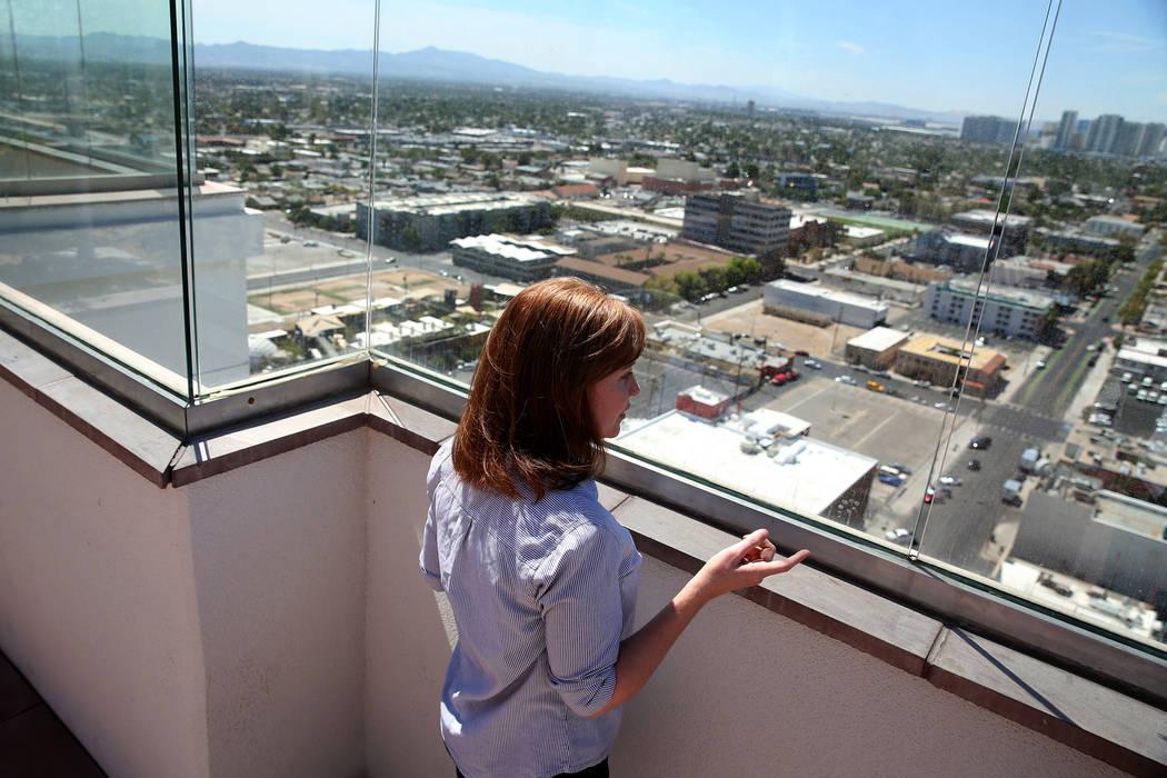 Kerry Gerst, propietaria de un hogar en Ogden, se opone a los alquileres a corto plazo en su edificio de apartamentos, en Las Vegas, el viernes 24 de agosto de 2018. Erik Verduzco Las Vegas Review ...
