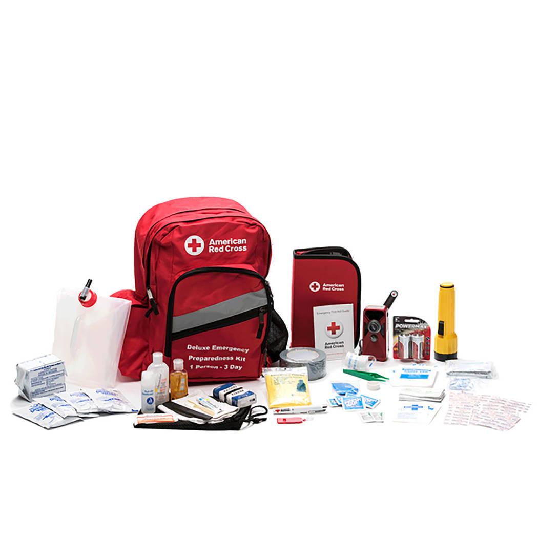 Muestra del contenido de un paquete de emergencia. Foto Cortesía Cruz Roja.