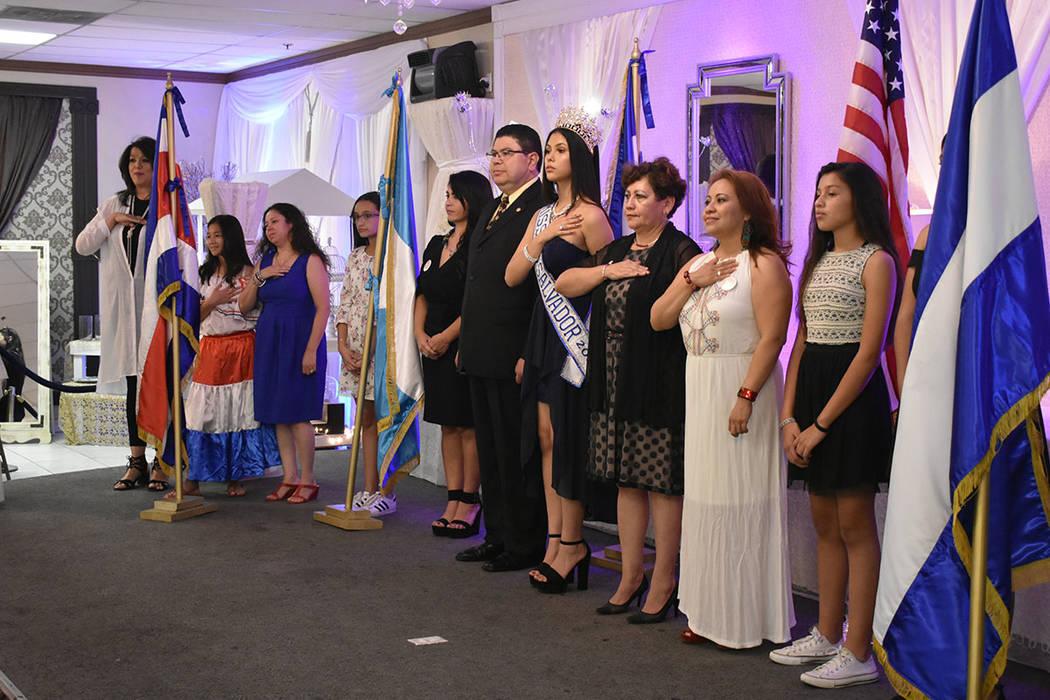 Durante el acto cívico se interpretaron los Himnos Nacionales de los cinco países centroamericanos que celebran su Independencia el 15 de septiembre. Domingo 9 de septiembre de 2018 en el salón ...