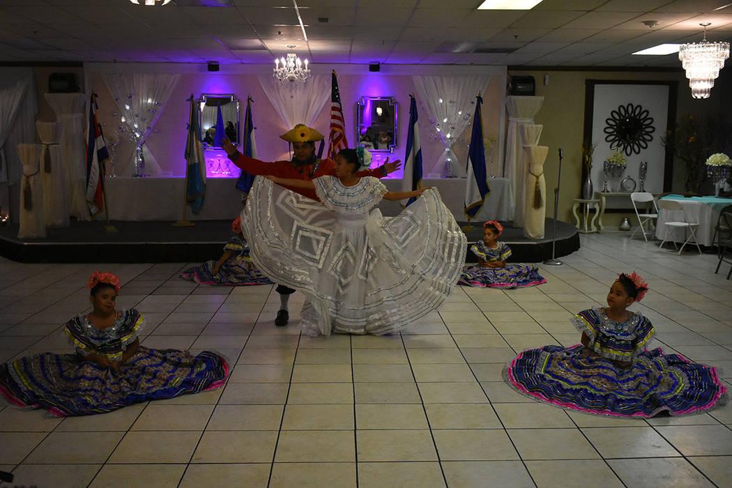 El evento contó con la participación de distintos grupos de danza folclórica. Domingo 9 de septiembre de 2018 en el salón La Onda. Foto Anthony Avellaneda / El Tiempo.