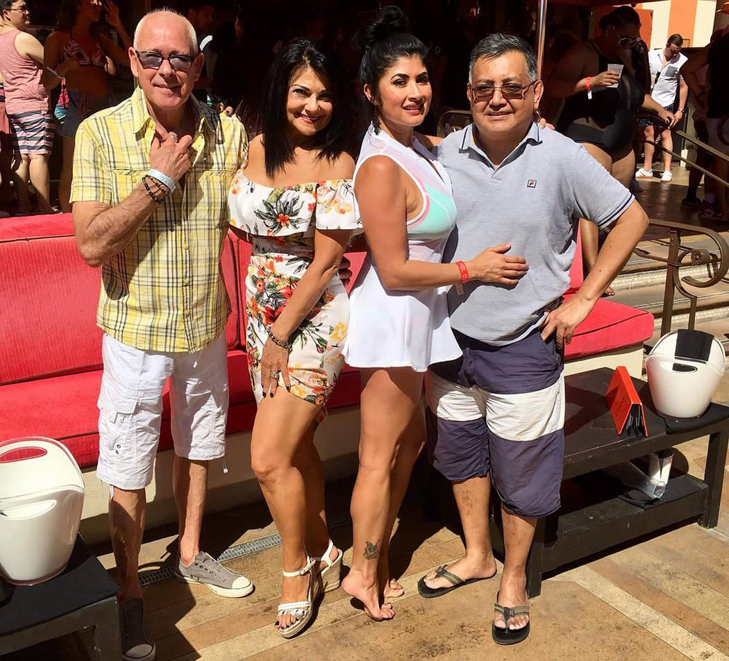 Celebraron con alegría la Independencia de Brasil, desde la izquierda: Bob, Roselyn Golden, Karen Chacón y Mario Guardado. Sábado 8 de septiembre de 2018 en el Tao Beach Club. Foto Ron Cooper / ...