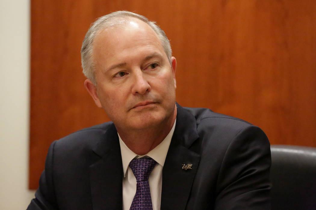 Steve Hill, nuevo presidente y CEO de la Autoridad de Convenciones y Visitantes de Las Vegas, quien también preside la Autoridad del Estadio de Las Vegas, recibe preguntas del Consejo Editorial d ...