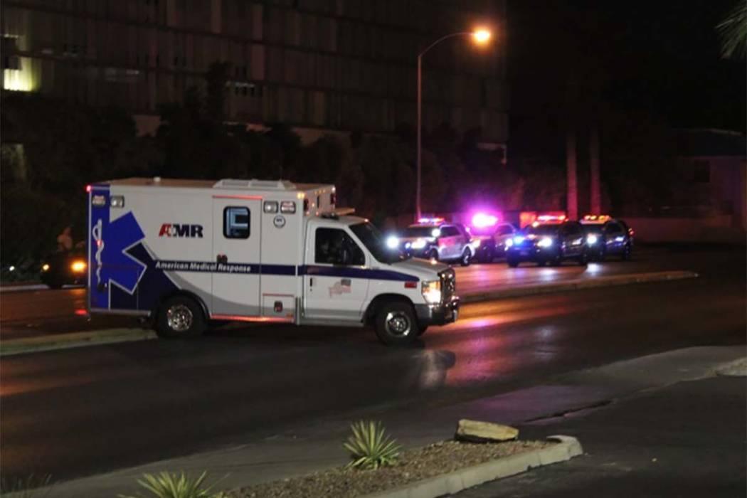 Los detectives de homicidios de Las Vegas están investigando después de que encontraron a una persona muerta dentro de un vehículo en Arville Street, cerca de West Flamingo Road. (Max Michor / ...