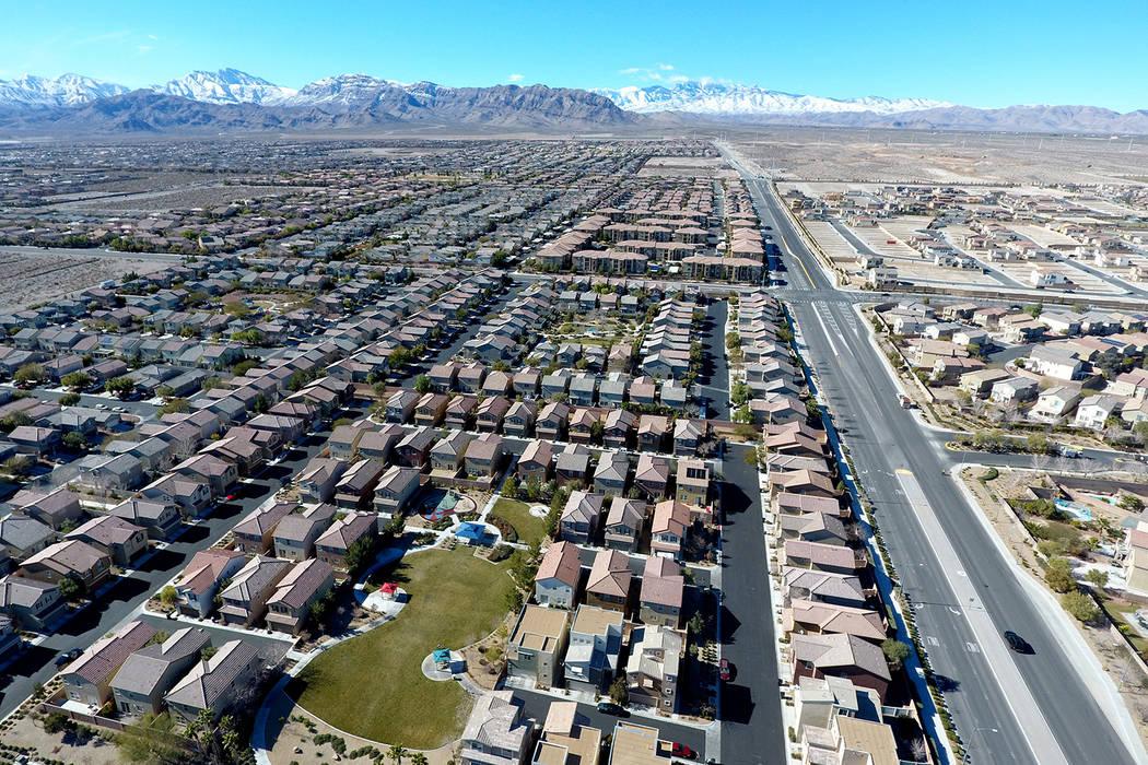 Vista aérea de la urbanización Brookhaven en el noroeste de Las Vegas cerca de Grand Teton Drive y Tee Pee Lane el miércoles 26 de enero de 2017. (Michael Quine / Las Vegas Review-Journal) @ Ve ...
