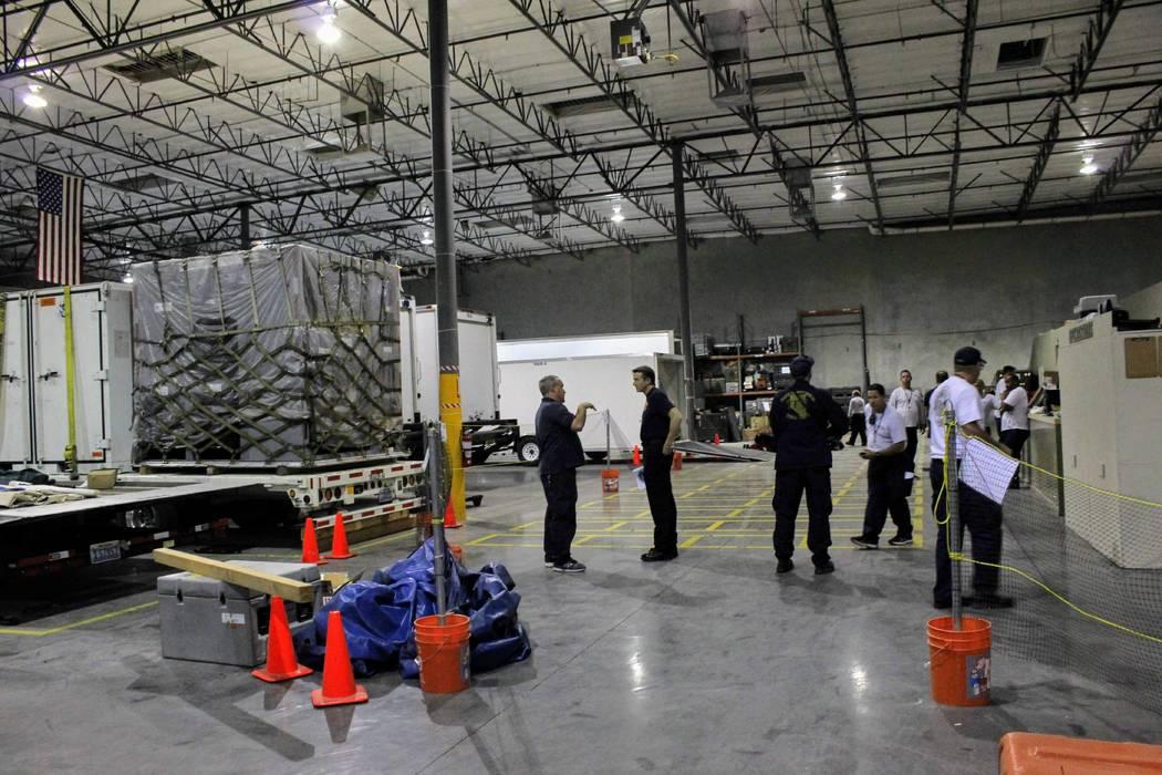 Los miembros del Nevada Task Force One hacen sus preparativos finales el 11 de septiembre de 2018, antes de desplegarse en Virginia, donde el equipo apoyará a las agencias locales que responden a ...
