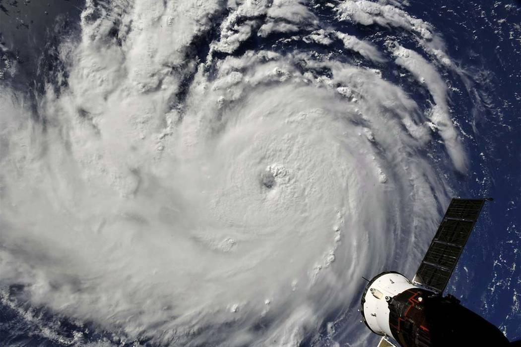 Esta foto proporcionada por la NASA muestra el huracán Florence desde la Estación Espacial Internacional el lunes, 10 de septiembre de 2018, ya que amenaza a la costa este de los Estados Unidos. ...