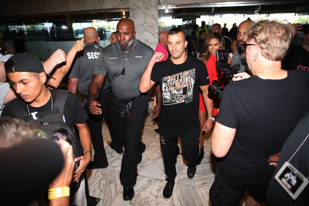 """David Lemieux hace su camino al escenario durante las """"Grandes Llegadas"""" en el hotel-casino MGM Grand en Las Vegas, el martes 11 de septiembre de 2018. Erik Verduzco Las Vegas Review-Journal @Erik ..."""