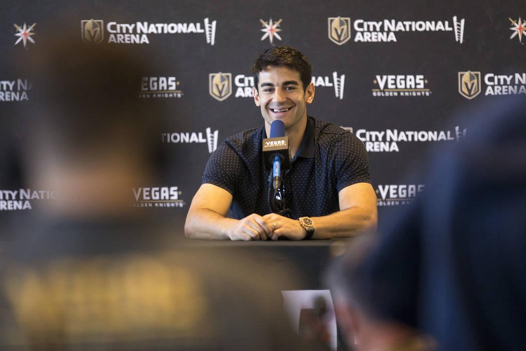 El alero izquierdo recién adquirido de los Golden Knights de Las Vegas, Max Pacioretty, habla durante una conferencia de prensa en City National Arena de Las Vegas el miércoles 12 de septiembre ...