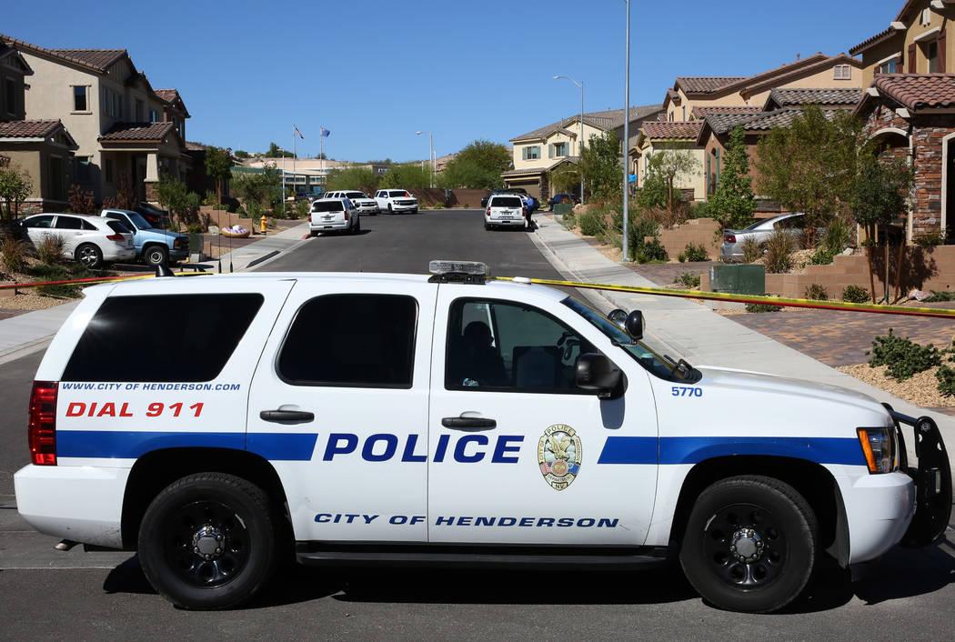 La policía de Henderson está investigando un tiroteo involucrado con oficiales en la cuadra 1500 de Point Vista Avenue, cerca de Patrick Lane y Whitney Ranch Drive, el jueves 13 de septiembre de ...