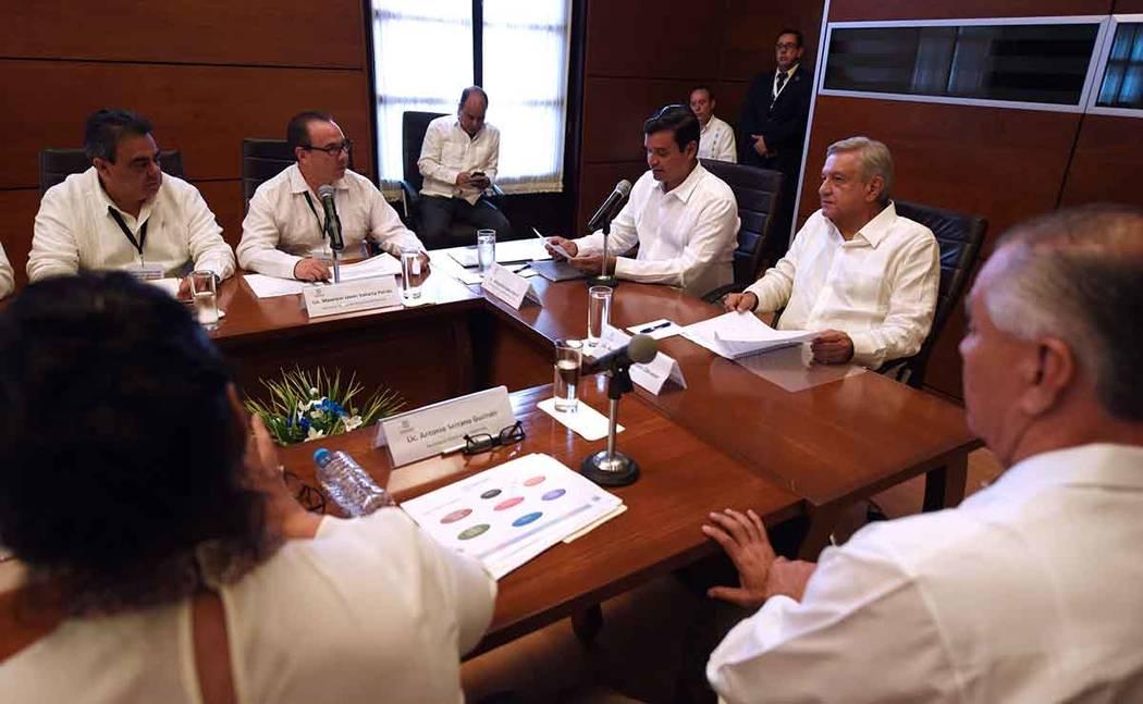 Nayarit, 16 Sep 2018 (Notimex-Especial).- Andrés Manuel López Obrador, presidente electo de los Estados Unidos Mexicanos, se reúne con Antonio Echeverría, gobernador de Nayarit en el Palacio d ...