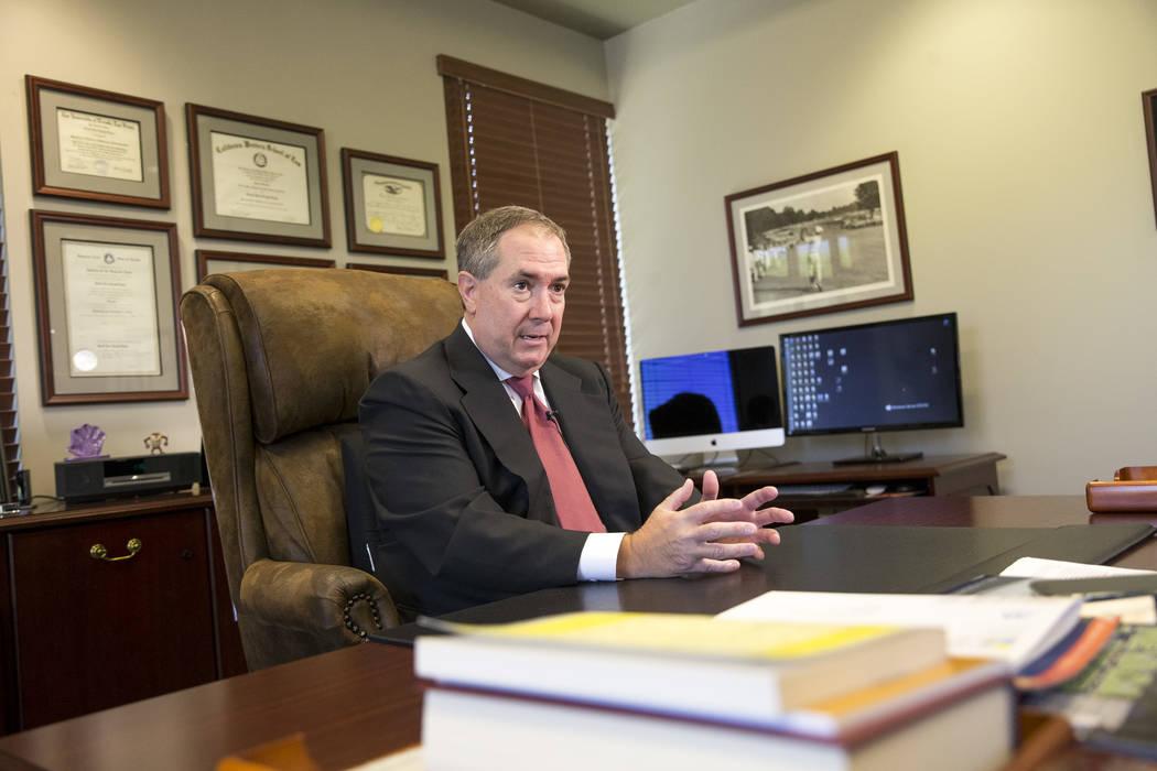 El ex fiscal de distrito del Condado de Clark, David Roger, quien enjuició a Rick Tabish y Sandy Murphy en el primer juicio por la muerte de Ted Binion, durante una entrevista en su oficina de La ...