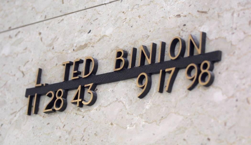 Los miembros de la familia Binion, incluido Ted Binion, están sepultados en un mausoleo en el cementerio Bunkers Eden Vale en Las Vegas Boulevard North. (File Photo, enero de 2004)