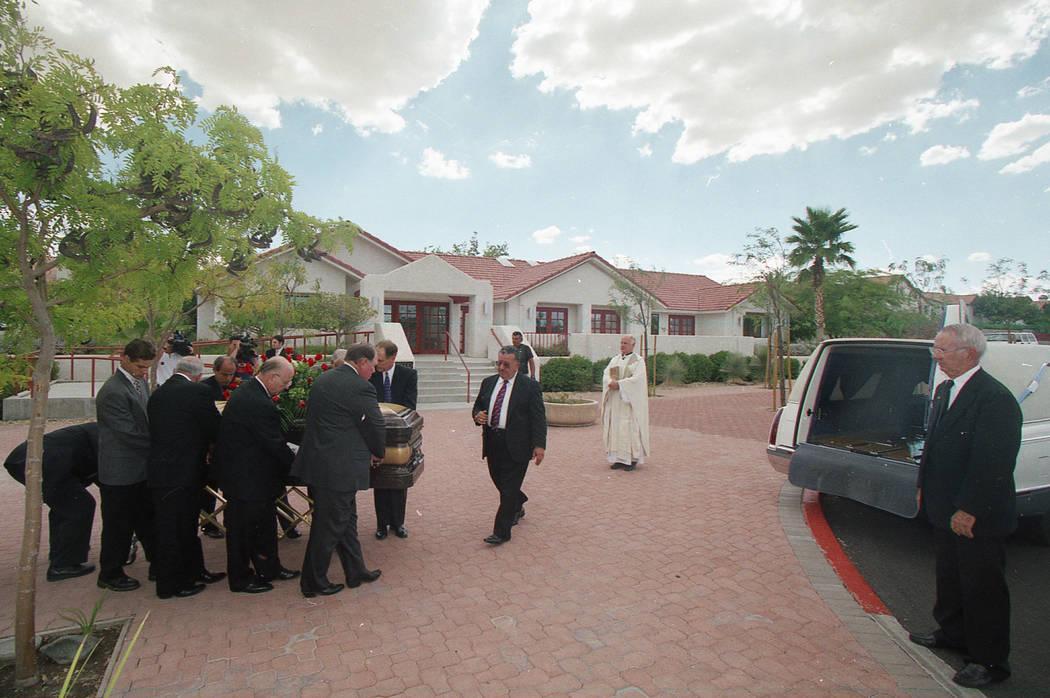 Funeral para Ted Binion en septiembre de 1998 en la comunidad católica Christ the King en Las Vegas. (Foto de archivo)
