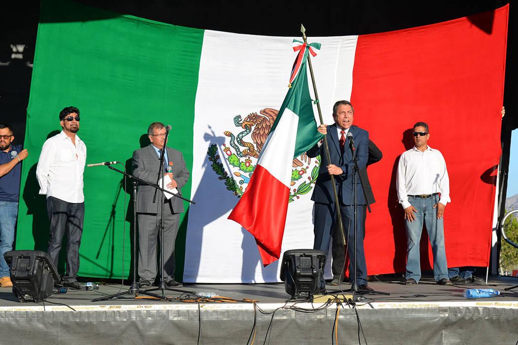 El cónsul de México en Las Vegas ofició la ceremonia de El Grito. Sábado 15 de septiembre de 2018, en el parque regional Craig Ranch. Foto Frank Alejandre / El Tiempo.