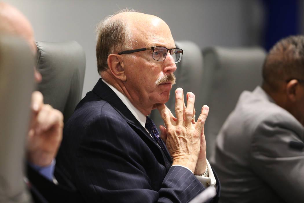 El miembro de la junta de la Autoridad de Convenciones y Visitantes de Las Vegas, Bill Noonan, quería un abogado independiente para negociar el pago de jubilación con el CEO Rossi Ralenkotter. ( ...