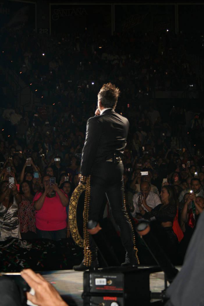 """Alejandro Fernández a su público: """"los amo"""", sábado 15 de septiembre 2018, Las Vegas. Foto Valdemar González / El Tiempo - Contribuidor."""