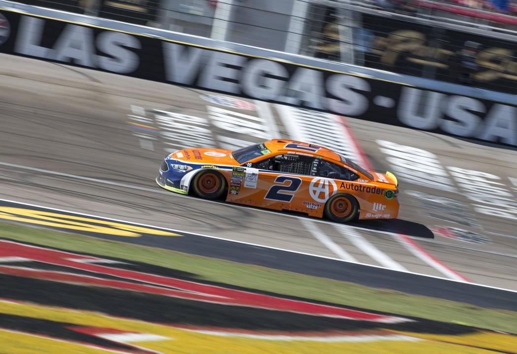 El piloto de carreras Brad Keselowski (2) compite en la carrera automática South Point 400 NASCAR Cup Series en el Las Vegas Motor Speedway en Las Vegas el domingo 16 de septiembre de 2018. Richa ...