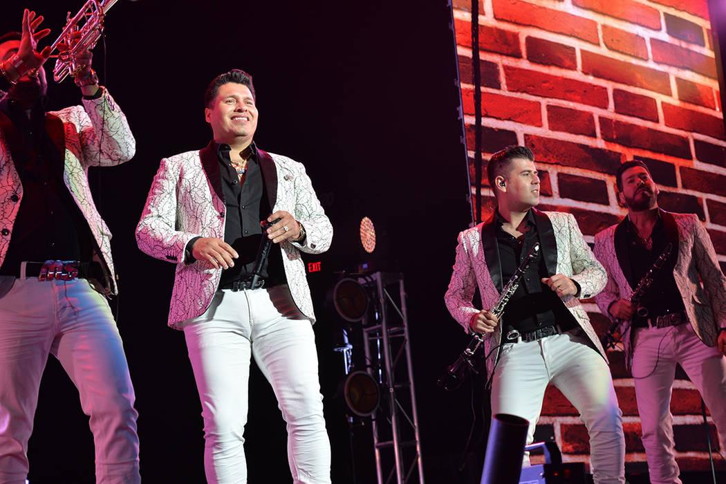 El concierto permitió la fusión de dos mercados musicales totalmente opuestos: la banda y el rock. Viernes 14 de septiembre de 2018, en la arena del MGM. Foto Cristian De la Rosa / El Tiempo - C ...