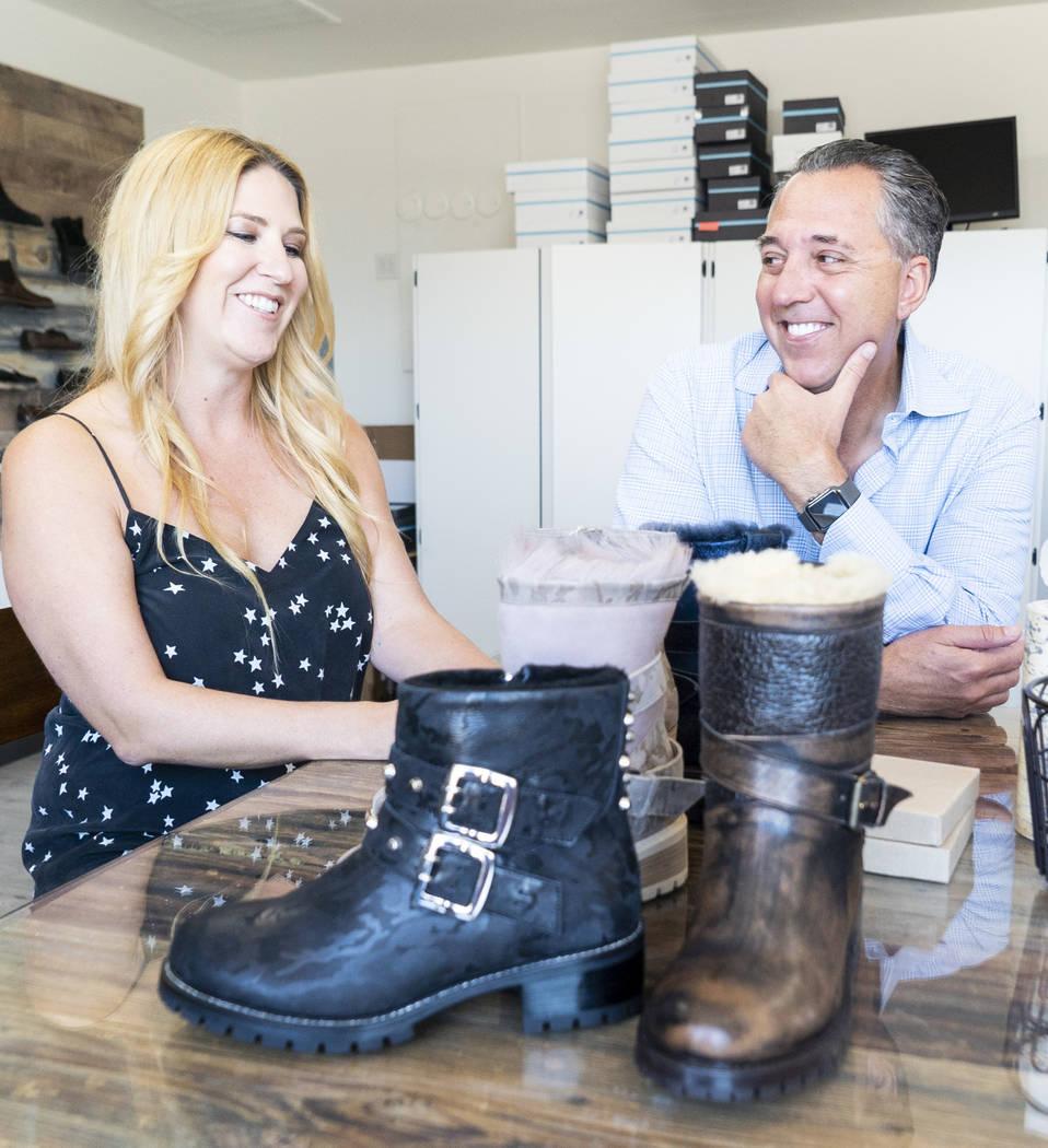 Los cofundadores de Ross & Snow, Meghan Mossler, izquierda, y Fred Mossler fotografiadas durante una entrevista en la sede central de la compañía en el centro de Las Vegas, el lunes 10 de septie ...