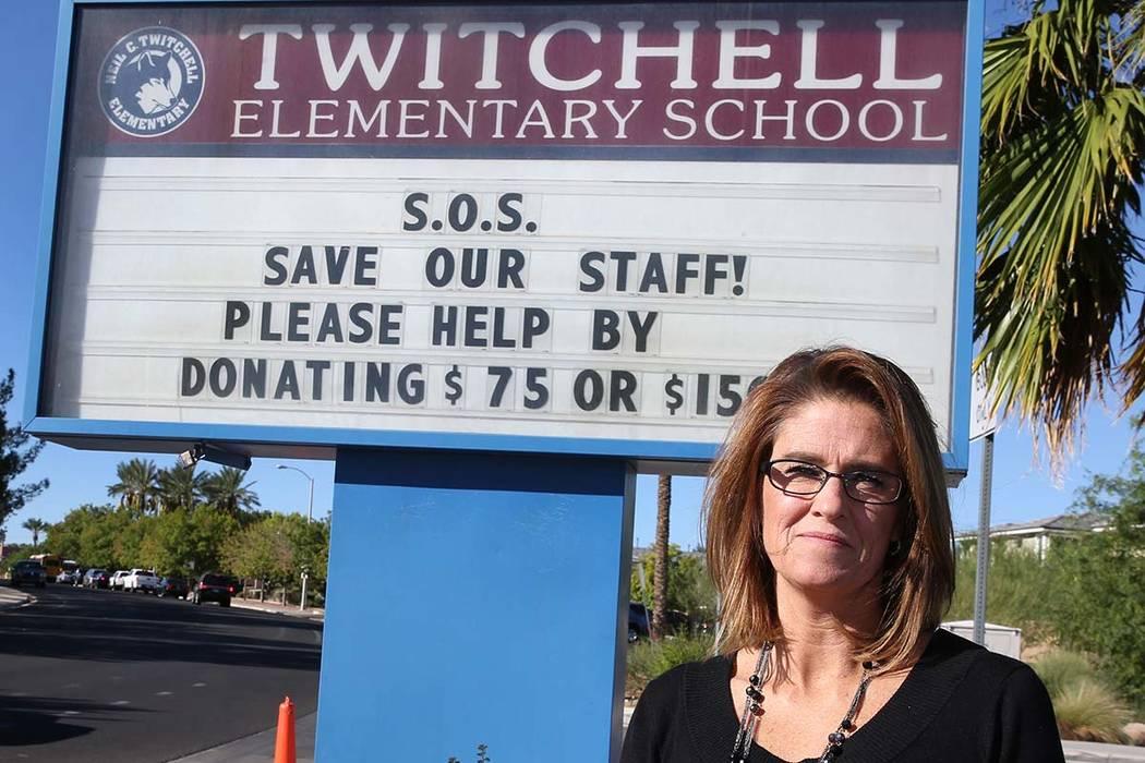 """Michele Wooldridge, directora de la Escuela Primaria Twitchell en Henderson, envió un """"SOS"""" a los padres pidiendo donaciones para evitar recortes presupuestarios y """"salvar a nuestro personal"""". (B ..."""