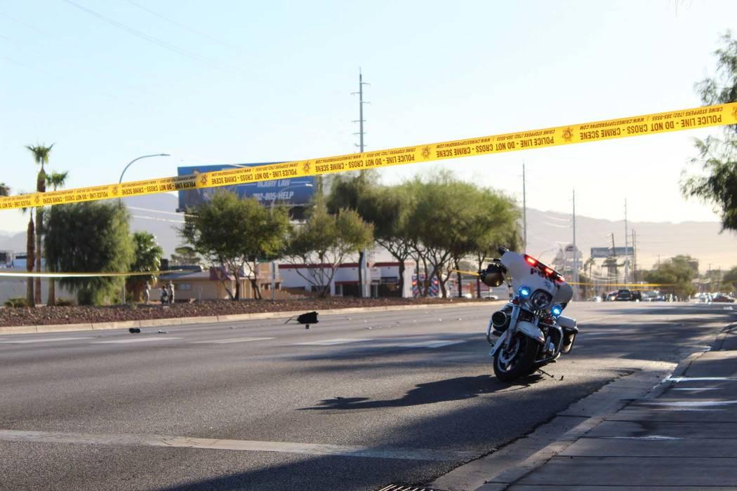 La policía de Las Vegas investiga un accidente fatal que involucró a un peatón en la avenida Sahara justo al este de Maryland Parkway, el martes 18 de septiembre de 2018. (Max Michor/Las Vegas ...