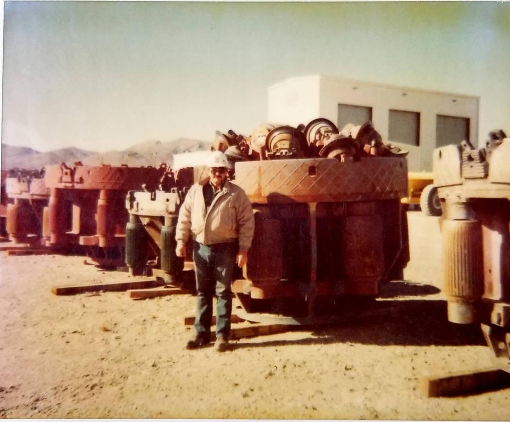 Ted Yanuzis en el sitio de prueba de Nevada en esta foto sin fecha. (Ted Yanuzis)