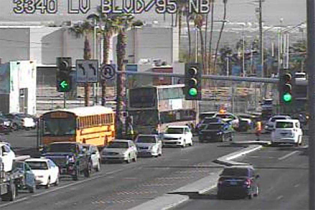 No se reportaron heridos en un choque que involucró un autobús del Distrito Escolar del Condado de Clark y otro vehículo en Bonanza Road y Las Vegas Boulevard North, miércoles 19 de septiembre ...
