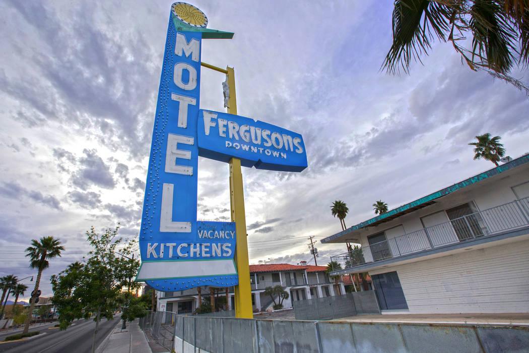 Fergusons Motel, 1028 E. Fremont St. se está convirtiendo en Fergusons Downtown, un campus de uso mixto de una subsidiaria del Proyecto Downtown de Tony Hsieh. (Benjamin Hager / Las Vegas Review- ...