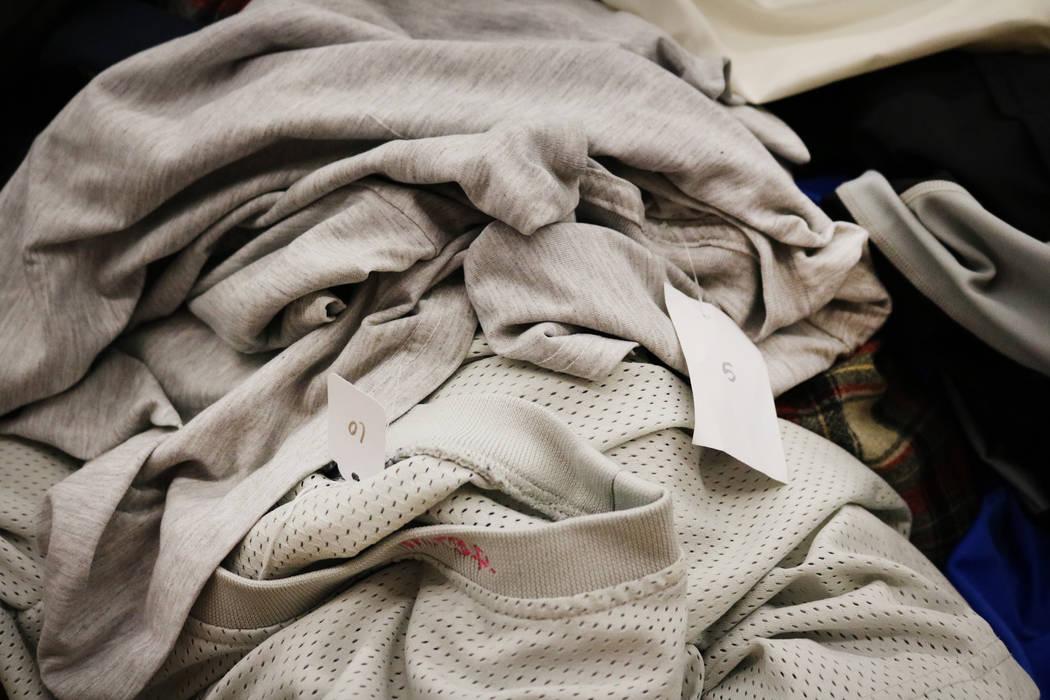 Camisas encima de una pila de ropa en Fruition en South Maryland Parkway en Las Vegas, el sábado 28 de abril de 2018. La exclusiva tienda de streetwear ofrece una venta mensual en la que los comp ...