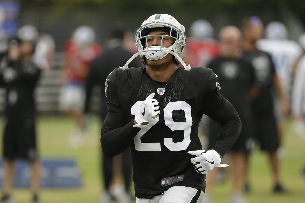 El alero defensivo de los Oakland Raiders, Leon Hall, durante la práctica de fútbol americano de la NFL el 8 de agosto de 2018 en Napa, California. Tanto los Oakland Raiders como los Detroit Lio ...