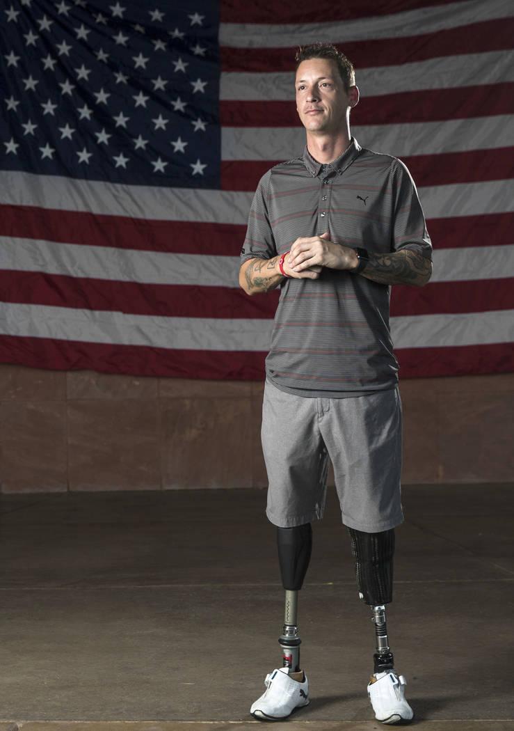El sargento del ejército Adam Poppenhouse, que resultó herido en Irak, en el anfiteatro Henderson Events Plaza en Henderson el miércoles 19 de septiembre de 2018. Poppenhouse será honrado el s ...