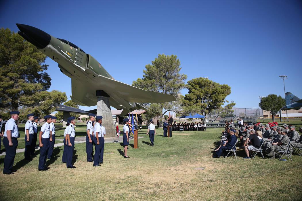 Las personas asisten a una ceremonia del Día de Reconocimiento de prisioneros de guerra/MIA en el Parque de la Libertad dentro de la Base de la Fuerza Aérea Nellis, en Las Vegas, el viernes 21 d ...