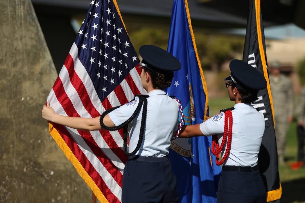 Las miembros de la guardia de color JROTC de Rancho High School, Stephanie Morales, izquierda, y Katelyn Dubro, presentan los colores durante una ceremonia del Día de Reconocimiento de prisionero ...
