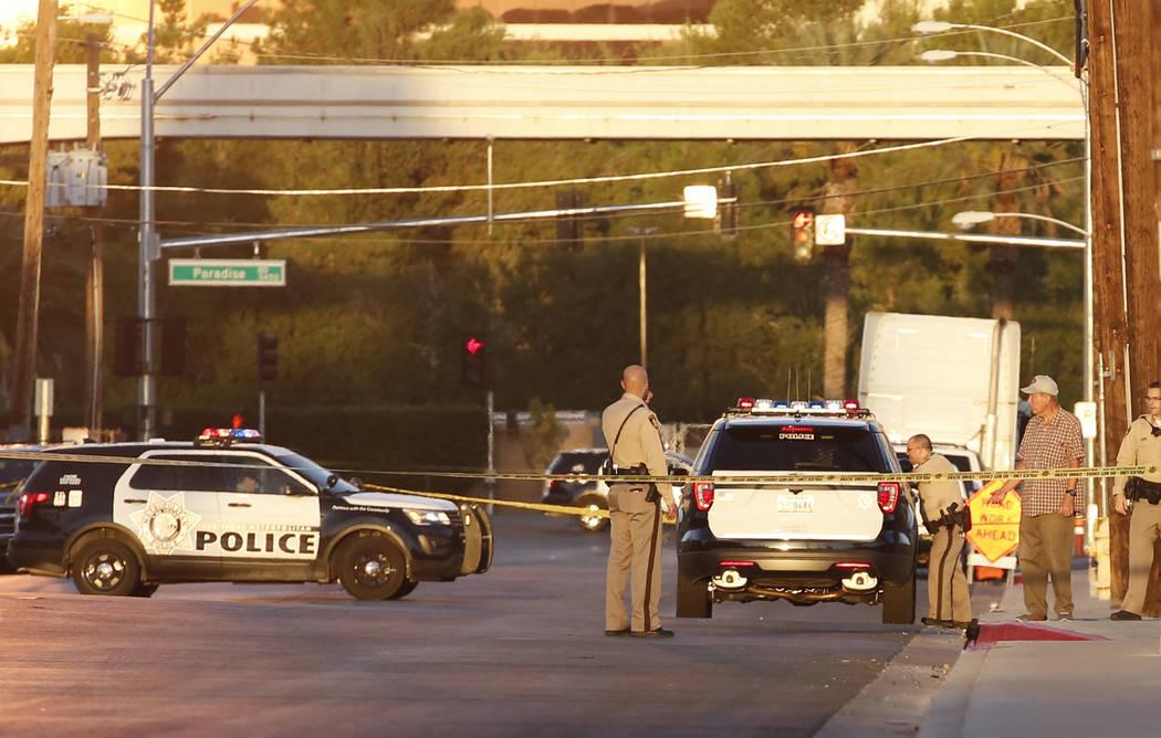 La policía de Las Vegas está investigando después de que se descubrió un laboratorio de metanfetamina en un complejo de apartamentos en la cuadra 500 de Sierra Vista Drive el martes 25 de sept ...