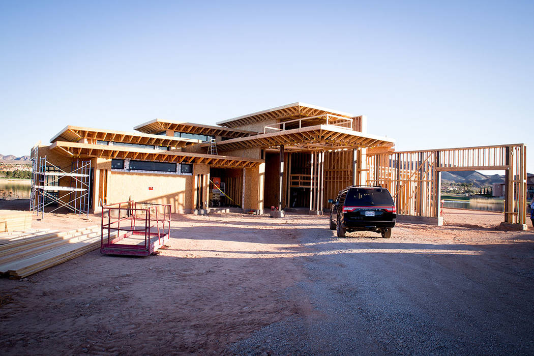Esta casa de exhibición está en construcción en Estates en Reflection Bay en Lake Las Vegas. (Tonya Harvey)