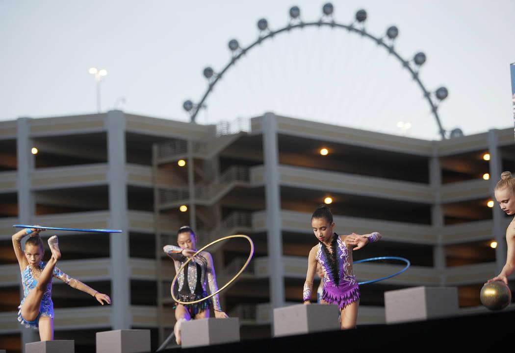 Los miembros de Nevada Rhythmic Academy se presentan en la ceremonia de inauguración de Madison Square Garden Sphere, un nuevo local que se inaugurará en 2021 en Las Vegas, el jueves 27 de septi ...