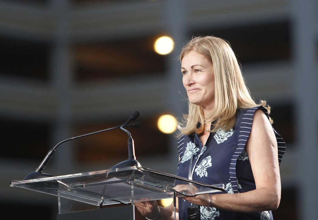 Jayne McGivern, vicepresidenta ejecutiva de desarrollo y construcción de Madison Square Garden Company, se dirige a la multitud en el evento de la ceremonia de inauguración para Madison Square G ...