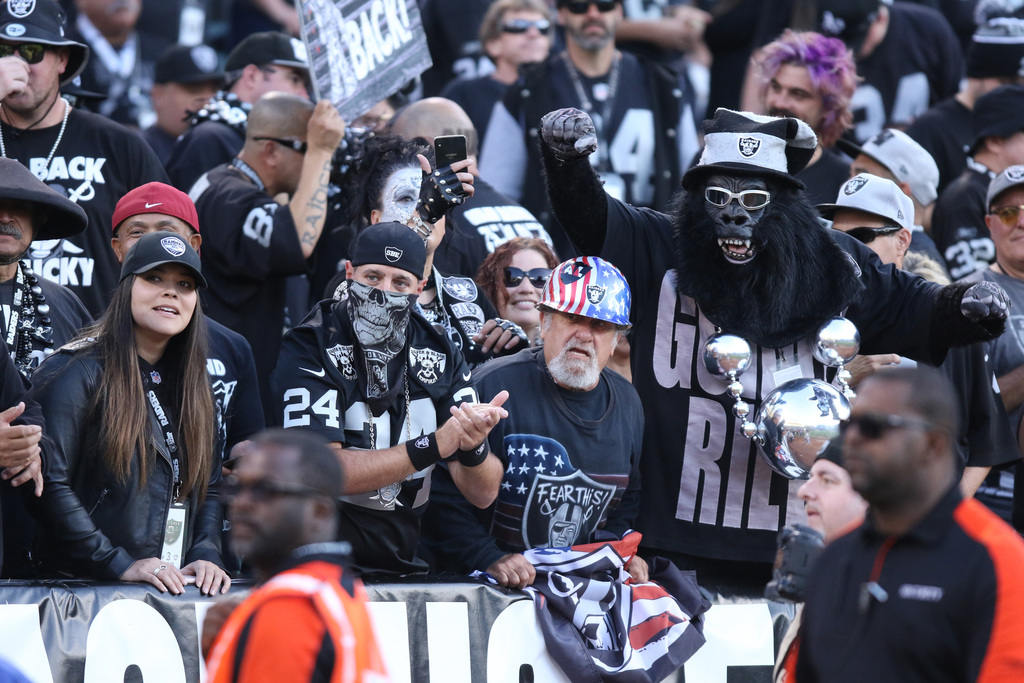 FBN-RAIDERS-091018hf_059